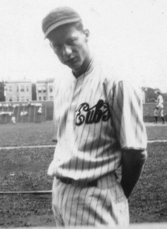 Lon Warneke - Image: Lon warneke wrigley field 1933