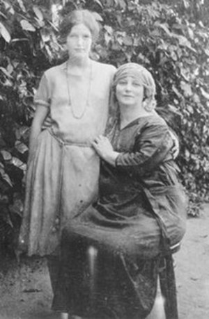 Bahá'í Faith in France - May Maxwell, 1923 in Egypt with her daughter Mary.