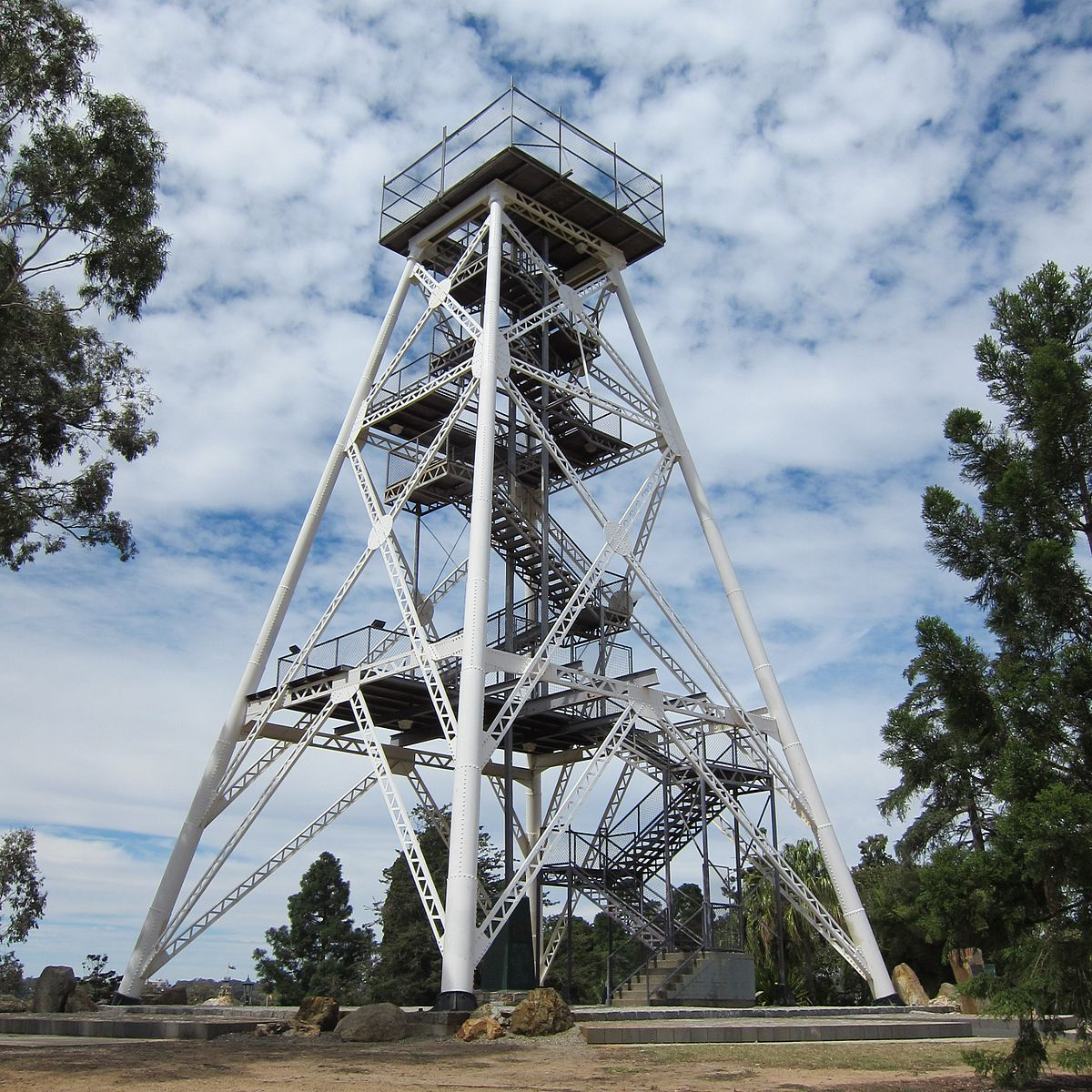 View of Poppet Head Lookout, Rosalind Park, Bendigo, Victoria, 2 March 2015.jpg