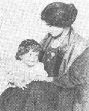 Amber Reeves - Amber Reeves, with daughter by H G Wells, Anna-Jane. Photograph taken in 1910.