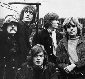 Pink Floyd - Pink Floyd in January 1968, from one of the only known photoshoots of all five members. Clockwise from bottom: Gilmour, Mason, Barrett, Waters, Wright