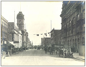 Regina, Saskatchewan - Corner of South Railway Street (later renamed Saskatchewan Drive) and Scarth Street looking south, circa 1915. Note old Post Office (tower in left background), currently Prince Edward Building, at 11th Avenue.