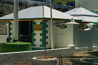 Muhammad Thakurufaanu Al Auzam - Image: Tomb of mohamed thakurufaan male