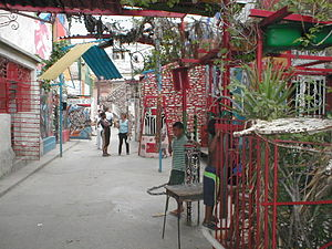 Cuban art - In Centro Habana, a small neighborhood of artists have transformed the walls around them. October 2002