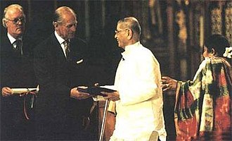 Pandurang Shastri Athavale - Pandurang Shastri Athavale receiving the Templeton Prize for Progress in Religion, from HRH Prince Philip at a public ceremony held in Westminster Abbey, May 6, 1997