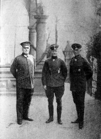 Richthofen (center) with Hermann Thomsen, German Air Service Chief of Staff (left) and Ernst von Hoeppner, Commanding General of the Air Service (right) at Imperial Headquarters in Bad Kreuznach Thomsen, von Richthofen and von Hoeppner.jpg