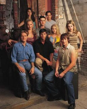 Roswell (TV series) - Image: Roswell Cast 2000 2001