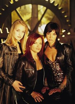 Birds of Prey (TV series) - The main cast, featured in a publicity still for the series' run. From left to right, Dinah (Skarsten), Barbara (Meyer), and Helena (Scott). Not pictured are Jesse (Moore), Alfred (Abercrombie), and Harleen (Sara).