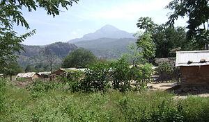 Manjampatti Valley - Image: Talinji Village & Vellari Mali Peak