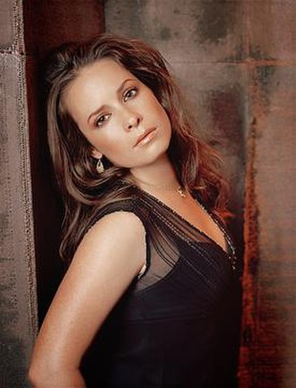 Piper Halliwell - Image: Holly Marie Combs as Piper