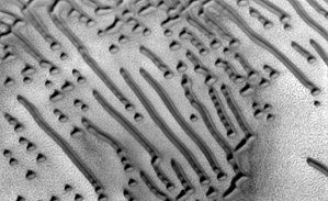 Hagal dune field - Image: ESP 045334 2580 RED.dots and dashes