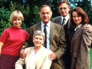 As Time Goes By (TV series) - From left: Sandy (Jenny Funnell), Jean (Judi Dench), Lionel (Geoffrey Palmer), Alistair (Philip Bretherton) and Judi (Moira Brooker)