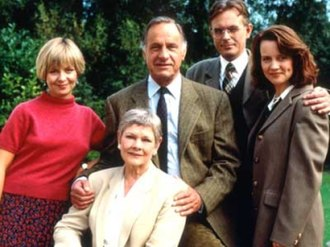 As Time Goes By (TV series) - From left: Sandy (Jenny Funnell), Jean (Judi Dench), Lionel (Geoffrey Palmer), Alistair (Philip Bretherton) and Judy (Moira Brooker)