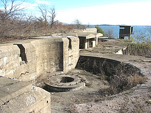 Long Island (Massachusetts) - Ten-inch gun emplacements at Fort Strong (2009)