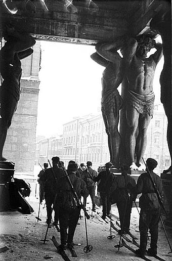 Soviet ski troops by the Hermitage Museum in Leningrad Leningrad skiers.jpg