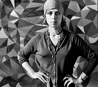 Berenice Sydney - Sydney in front of one of her paintings, London, 1972 (Photograph by Romano Cagnoni)