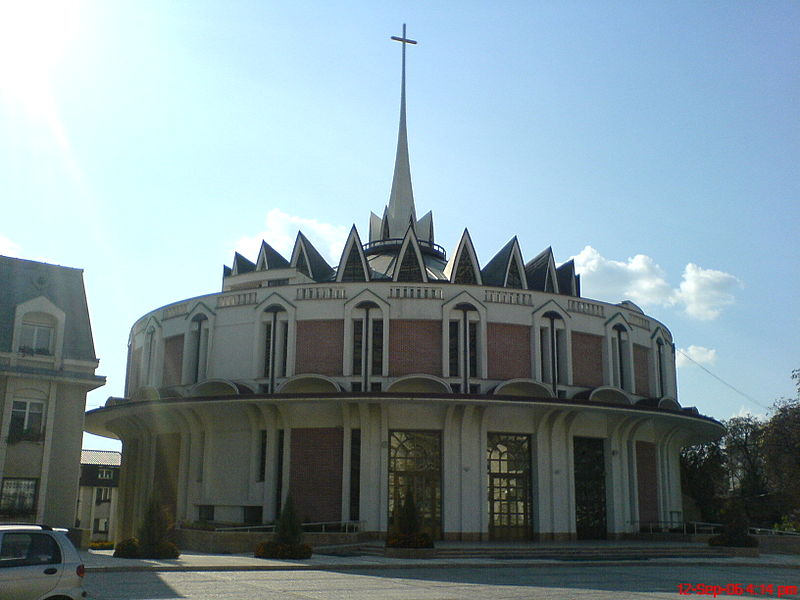 Image:CatholicCathedral.Iasi-Romania.JPG