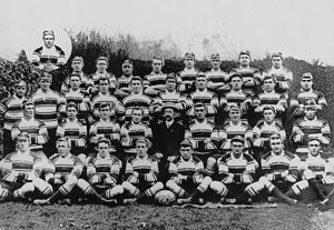 Arthur Halloway - Pony (front, right of ball) with Pioneer Kangaroos 1908–09