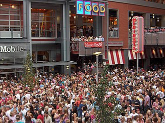 Fourth Street Live! - Many people crowd into the center during the frequent free concerts given by local and national performers.
