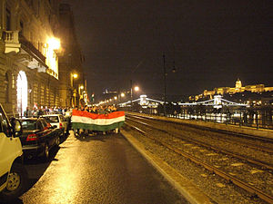 2006 protests in Hungary - Protesters on their way back from the President's residency in Buda Castle – 2:12am, 18 Sep 2006
