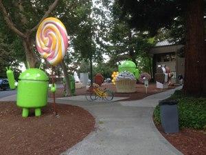 Android lawn statues - The Android lawn statues in 2015