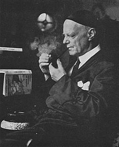 Frank Richards Smoking.jpg