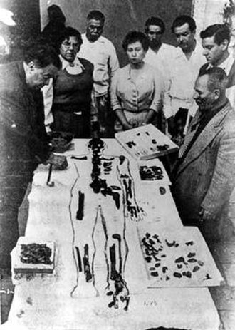 Eulalia Guzmán - Investigation of the bones of Cuauhtémoc. From left, Diego Rivera and Eulalia Guzmán.