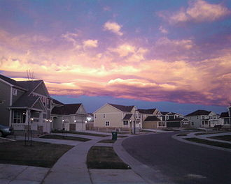 Chinook wind - The signature Chinook arch over a Denver suburb in 2006