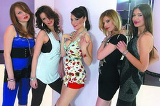 Milioner (song) - Elena with the girls in the video for Milioner