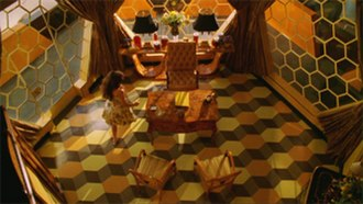 "Pushing Daisies - Screenshot from ""Bzzzzzzzzz!"" showcasing its visual style—the use of colors, symmetry, and shapes."