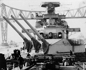 Design 1047 battlecruiser - The main guns of Scharnhorst. The turrets and guns of the 1047s would have closely resembled these.