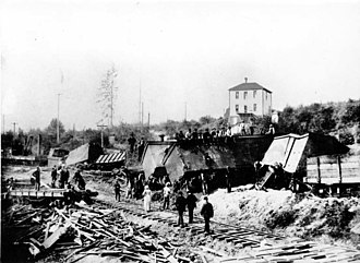 University District, Seattle - Seattle, Lake Shore and Eastern train wreck in the University District, 20 August 1894.