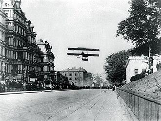 West Executive Avenue - Claude Grahame-White landing on West Executive Avenue in October 1910
