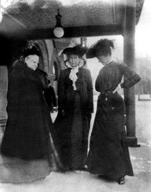 Susan Blow - Susan Blow (left) with Elizabeth Harrison (educator) (center) in 1905