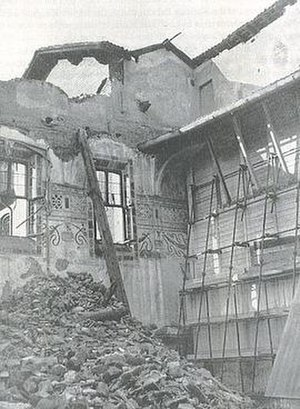 The Last Supper (Leonardo da Vinci) - A protective structure was built in front of the da Vinci wall fresco. This photo shows the bombing damage in 1943, suggesting the magnitude of the greater damage that was averted.