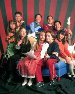 The younger cast of ¡Amigos X Siempre!.jpg