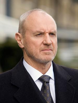Charles Widmore - Charles Widmore in a flashforward to 2007 in England