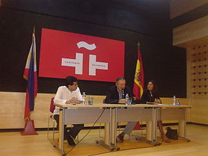 Filipinas, Ahora Mismo - Graduation ceremony of the first batch of scholars on September 1, 2007 at the Instituto Cervantes in Manila, Philippines. (From L-R) José Ricardo Molina (Fundación Santiago), José Rodríguez Rodríguez (Instituto Cervantes) and Begoña Lucena (APC).