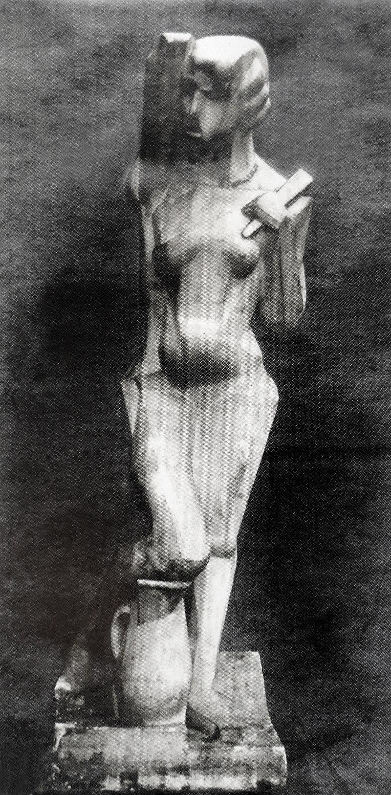 Joseph Csaky, 1912, Danseuse, Femme %C3%A0 l%27%C3%A9ventail, Femme %C3%A0 la cruche, original plaster, photo from Csaky archives AC.110.jpg