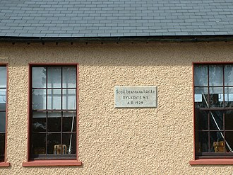 Oylegate - The plaque on the wall of Oylegate National School (Scoil Náisiúnta Bearna na hAille), showing the generally accepted local spelling.