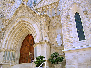 Cathedral of Saint Mary (Austin, Texas) - Image: Saint Mary's Cathedral Austin Texas Front Entrance