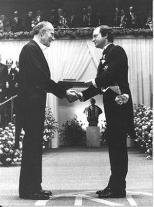 Theodore Schultz - Schultz receiving Nobel Prize from King of Sweden Carl XVI Gustaf in 1979.