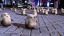 Many alien adipose on a street.