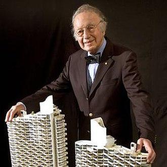 Harry Seidler - Image: Harry Seidler with model