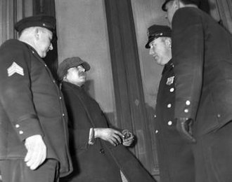 Collyer brothers - Homer Collyer, 1939, arguing with police officers