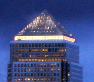 One Canada Square - The pyramid roof at night