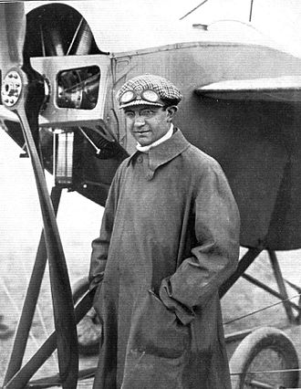 Gordon Bennett Trophy (aeroplanes) - Charles Weymann standing in front of his Nieuport monoplane