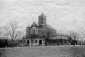 Kentucky Wildcats men's basketball - A 1909 picture of Buell Armory Gymnasium (right side) and Alumni Hall (main building) on the campus of the University of Kentucky.