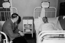 Hitler visiting Heinrich Borgmann in hospital after the failed 20 July bomb plot.png