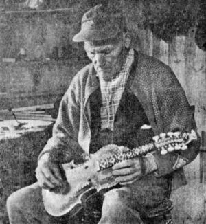 Knut Knutsson Steintjønndalen - Knut Steintjønndalen in his workshop 1963 at the age of 76